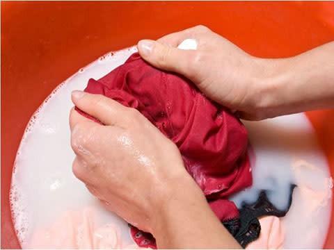 Person håndvask tøj