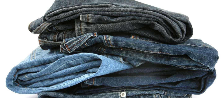 Stakke af jeans