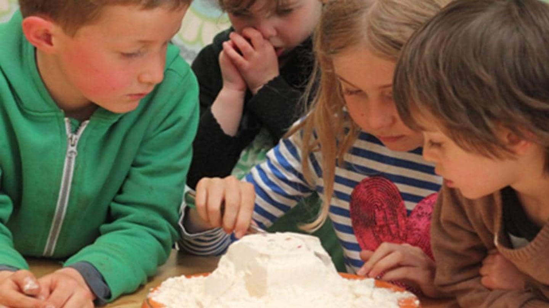 Den bedste indendørs selskabsleg for børn: Melkagen